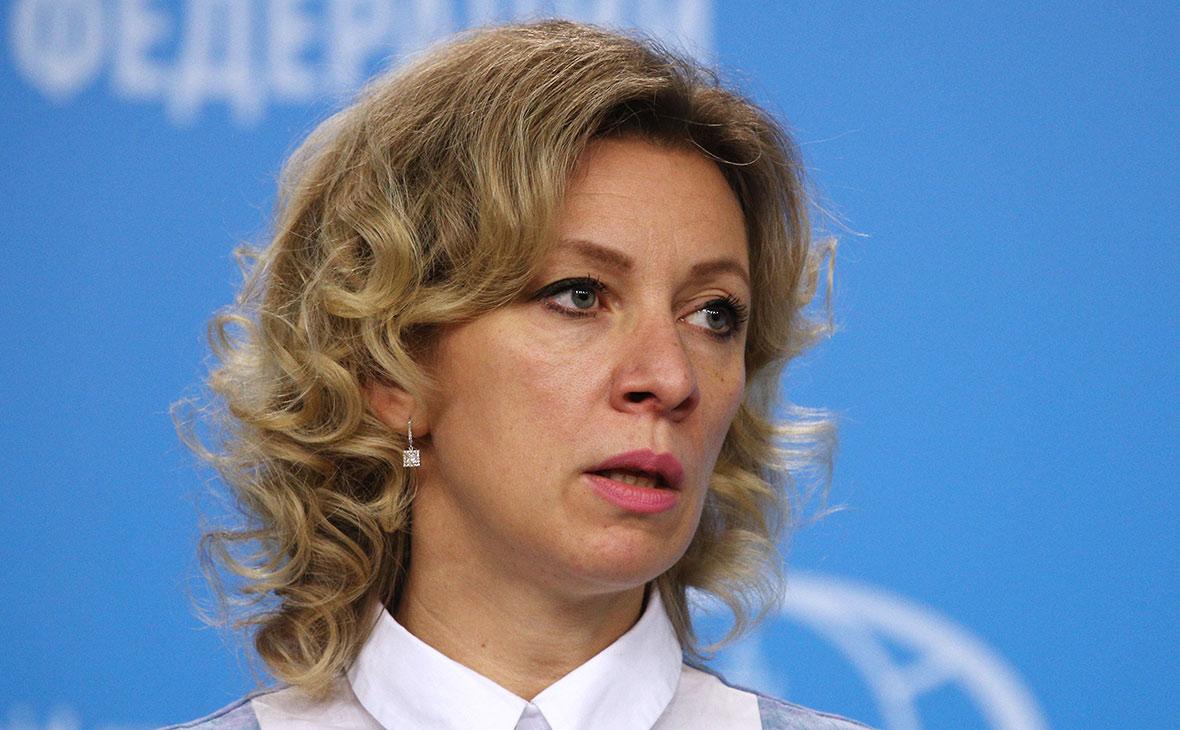 В США шантажируют и пытаются завербовать российских журналистов — Захарова