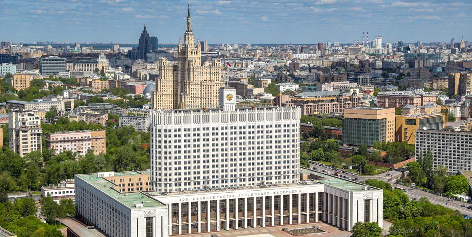 Вид на Дом правительства и жилой дом на Кудринской площади