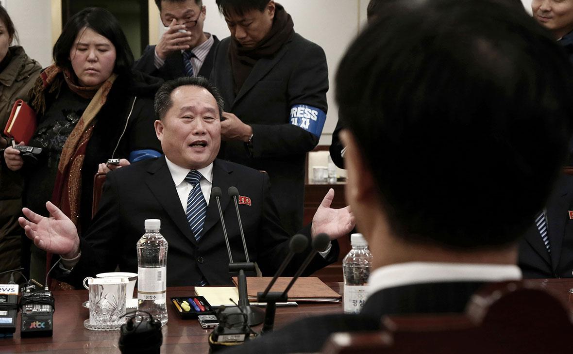Глава северокорейской делегацииЛи Сон Гвон