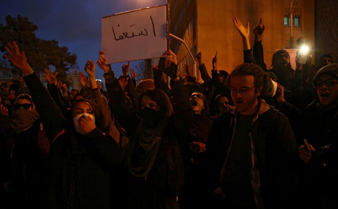 В Иране вышли с антиправительственными протестами из-за сбитого Boeing
