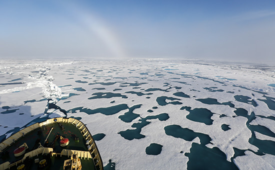 Вид сноса ледокола «Капитан Драницын» наарктические льды (архивное фото)