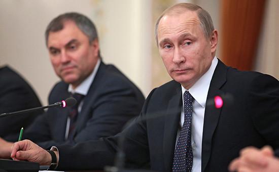 Президент России Владимир Путин первый заместитель руководителя администрации президента РФ Вячеслав Володин (справа налево)