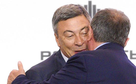 Газпромбанк, который возглавляет Андрей Акимов (на фото слева), частично профинансирует сделку по покупке 19,5% «Роснефти»