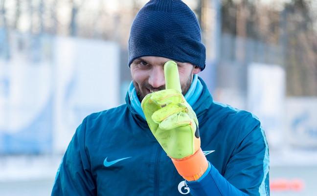 Вратарь «Зенита» Юрий Лодыгин.