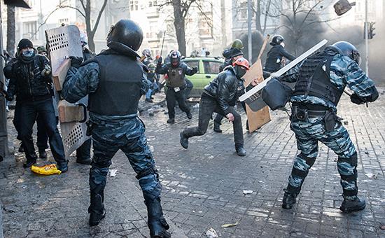 Бойцы «Беркута» вовремя массовых беспорядков вКиеве. Февраль 2014 года