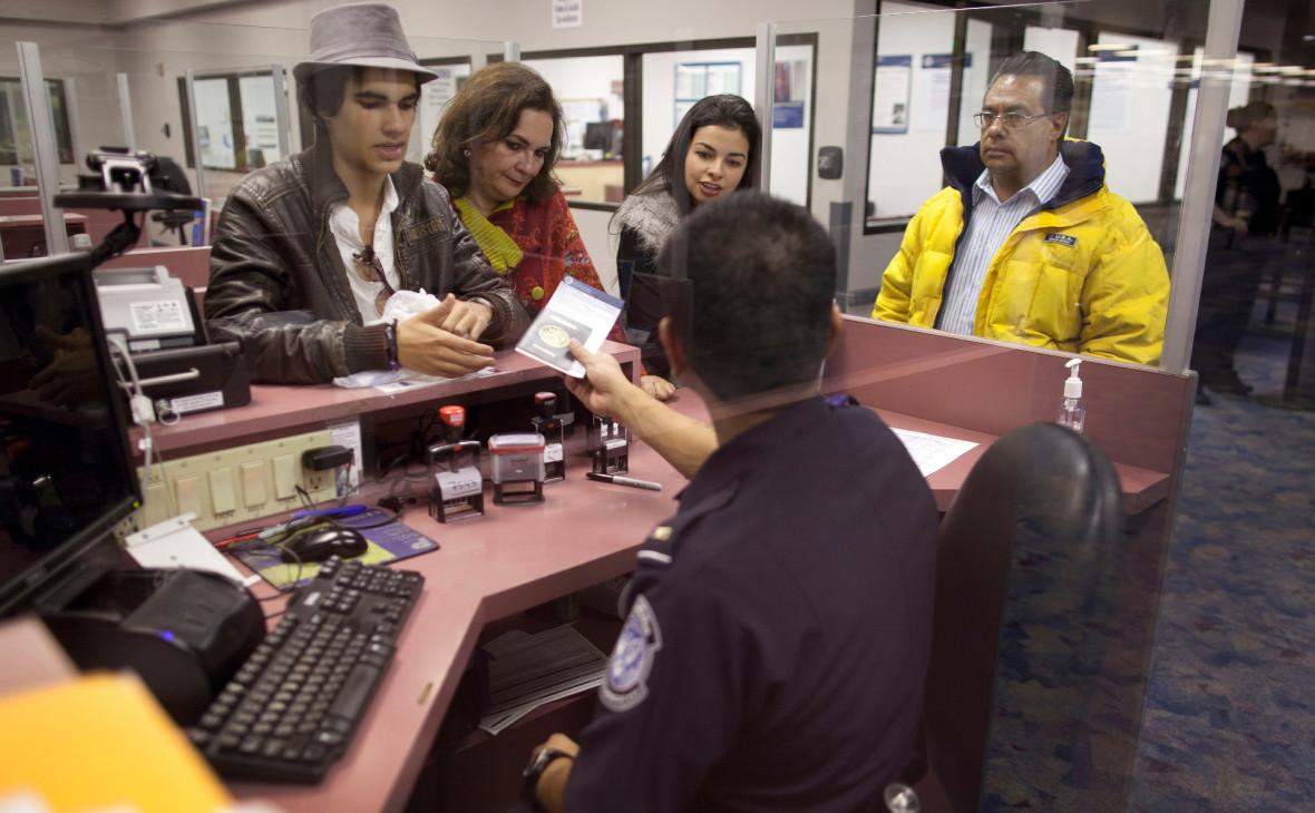 США ввели ограничения на въезд в отношении граждан шести стран