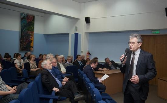 Александр Сергеев (справа)
