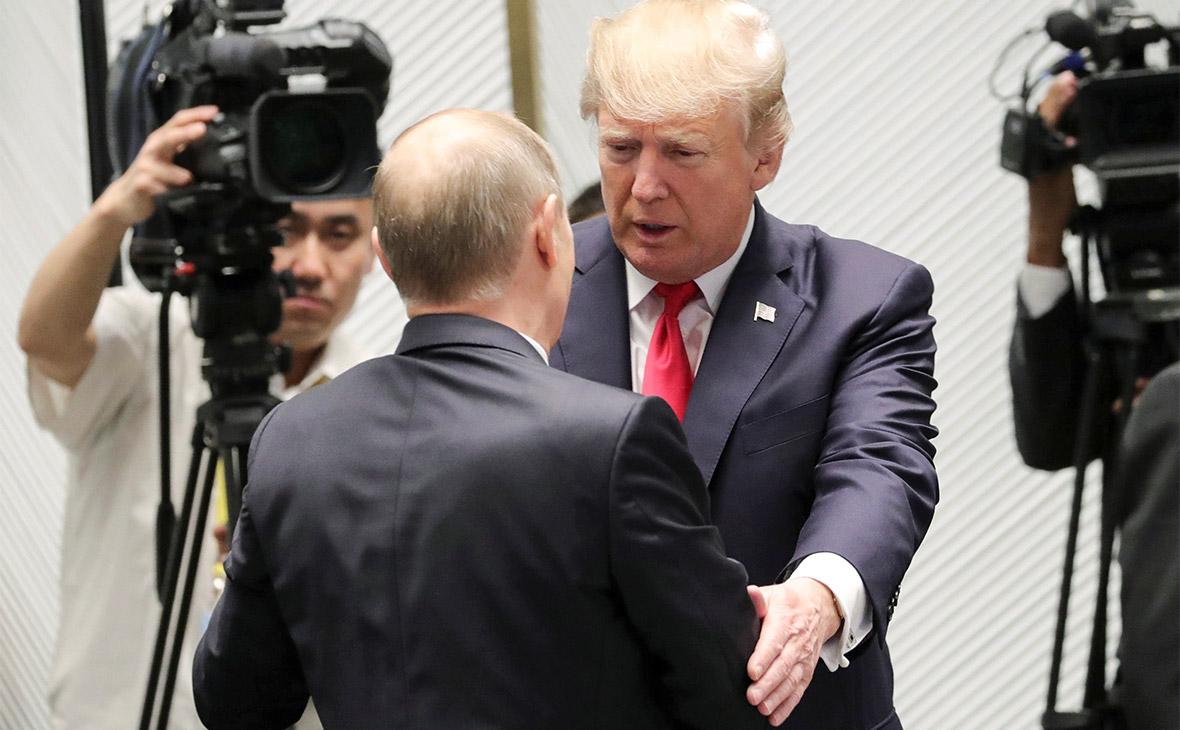 Дональд Трамп и Владимир Путин (справа налево)