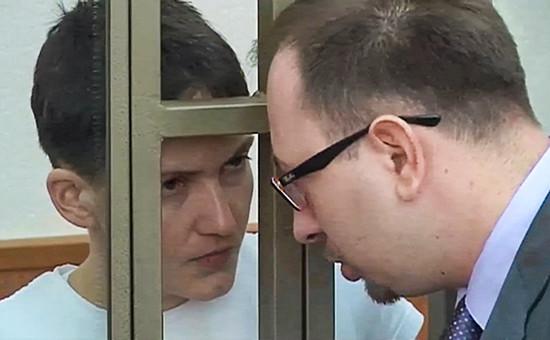 Военнослужащая Надежда Савченко иадвокат Николай Полозов