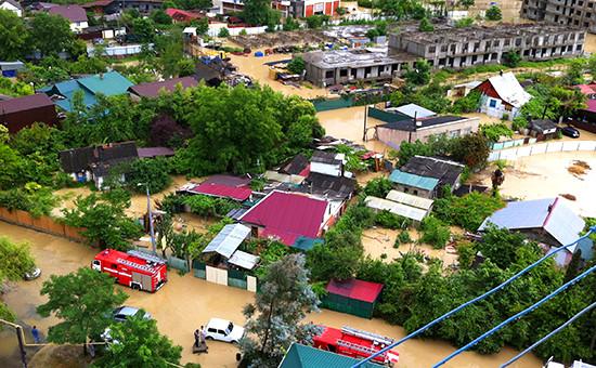 Последствие наводнения на одной из улиц Сочи в Адлерском районе