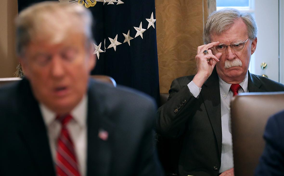 Джон Болтон (справа) и Дональд Трамп