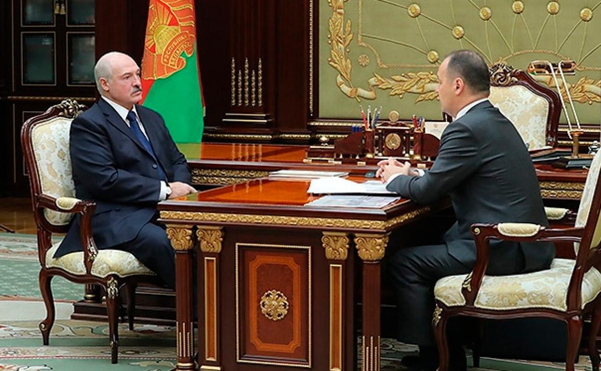 Александр Лукашенко иРоманГоловченко (справа)