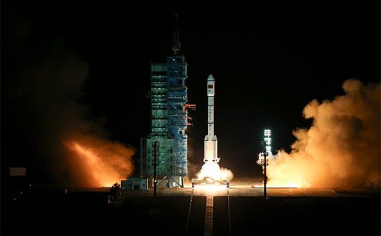 Запуск ракеты-носителя собитаемой космической лабораторией «Тяньгун-2»