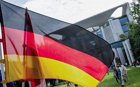 Флаг Германии на фонезданияВедомства федерального канцлера Германии
