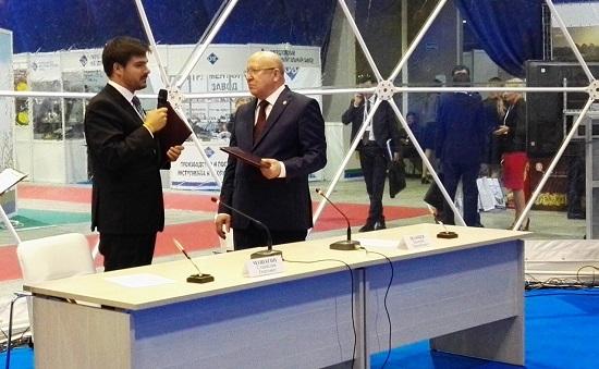 ГендиректорVOLGA Capital Станислав Машагин и губернатор Нижегородской области Валерий Шанцев после подписания соглашения о сотрудничестве