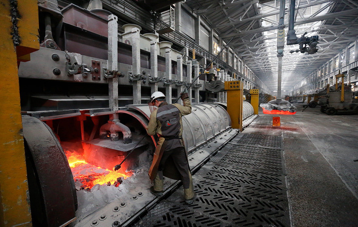 Акции «Русала» упали до рекордного минимума
