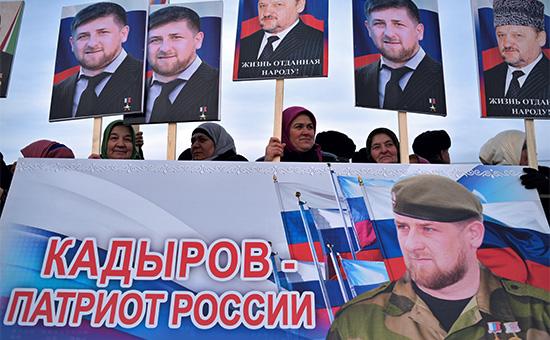 Участники митинга под лозунгом «В единстве наша сила» в поддержку Рамзана Кадырова в Грозном, 22 января 2015 года, Чечня