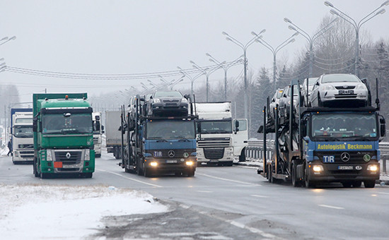 Грузовые автомобили набелорусско-российской границе