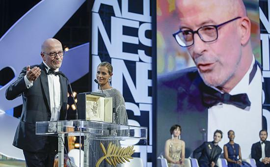 Режиссер Жак Одиар получает «Золотую пальмовую ветвь» 68-го кинофестиваля в Каннах за фильм «Дипан» (Dheepan)