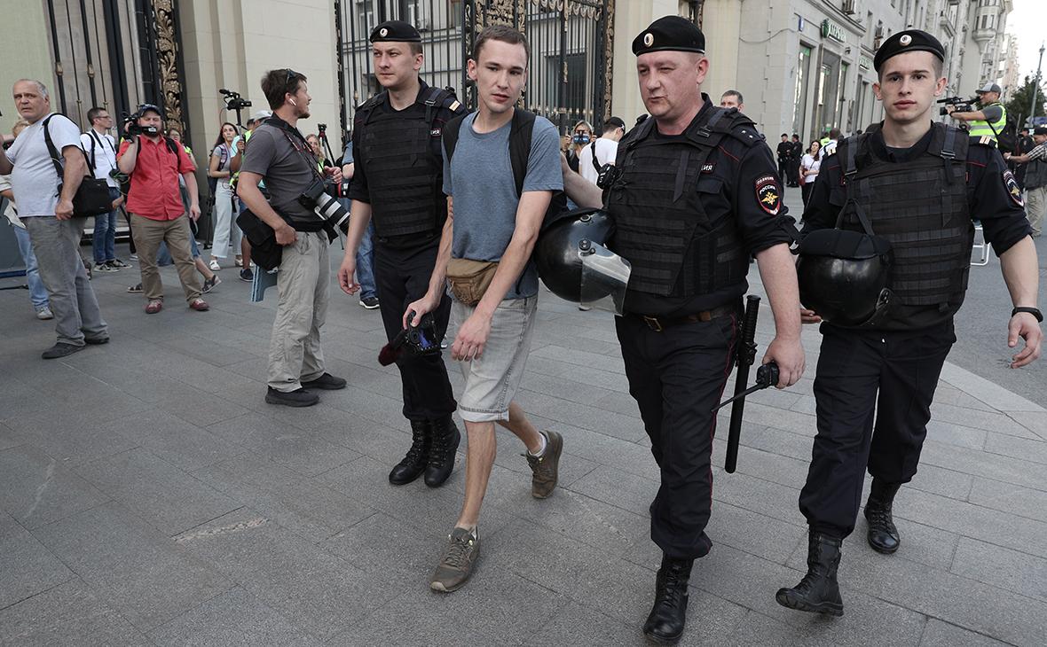 В Москве на митинге у мэрии начались массовые задержания