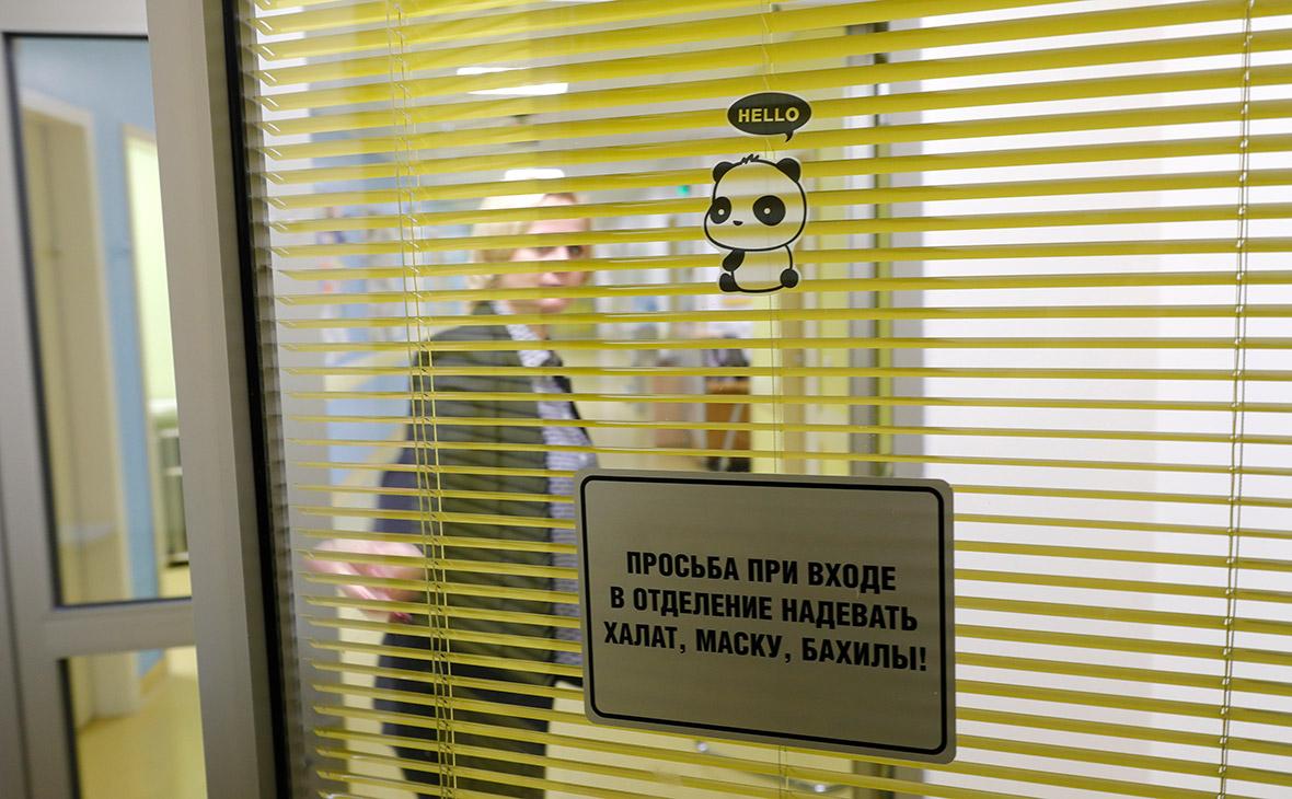 Вход в приемное отделение перинатального медицинского центра «Мать и дитя» Марка Курцера на Севастопольском проспекте