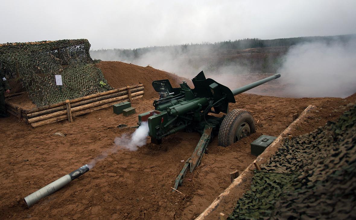 100-мм противотанковая пушка МТ-12 «Рапира» во время боевых стрельб