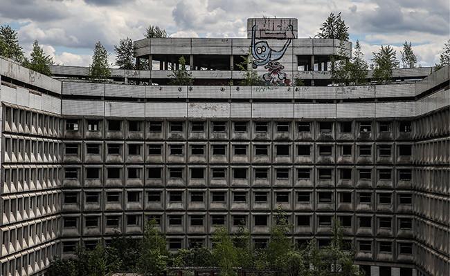На территории недостроенной больницы в районе Ховрино
