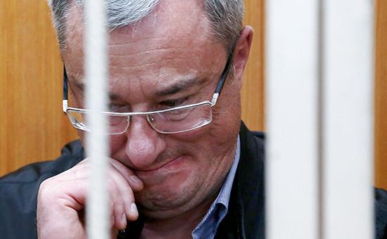 Глава Республики Коми Вячеслав Гайзер вовремя рассмотрения ходатайства следствия обаресте поделу оборганизации преступного сообщества имошенничестве вБасманном суде