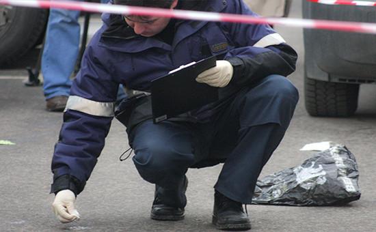 Сотрудник полиции на месте ограбления инкассаторов, 2009 год