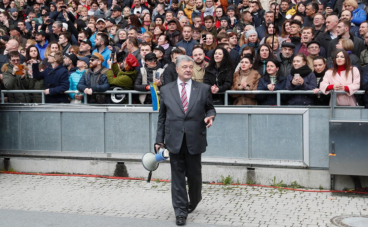 Зеленский увидел риск превращения Порошенко из президента в шоумена