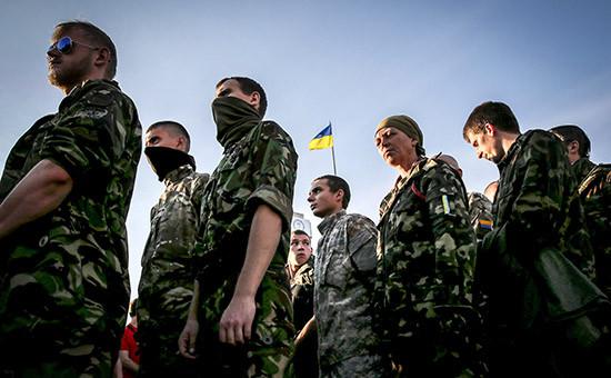 Активисты «Правого сектора» на майдане Незалежности в Киеве
