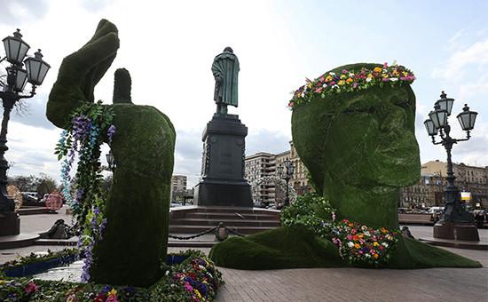 Площадка «Юность весны» на Пушкинской площади, украшенной в рамках фестиваля «Московская весна»