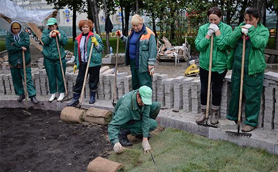 Работы поозеленению Новопушкинского сквера вМоскве