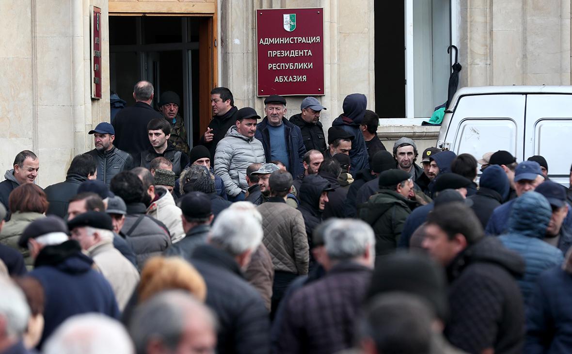 Власти Абхазии заявили об участии украинцев в попытке госпереворота