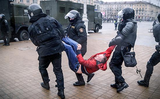 Задержание участникаакции «Марш рассерженных белорусов». 25 марта 2017 года