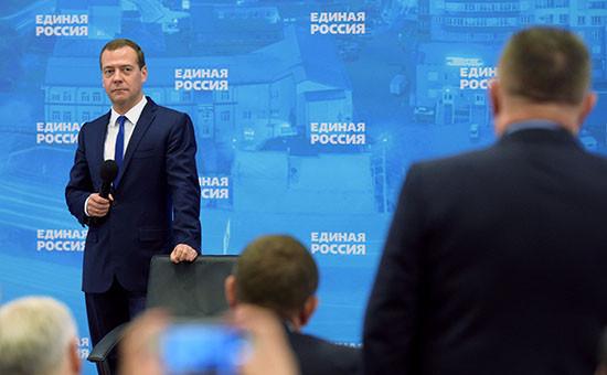 Премьер-министр РФ Дмитрий Медведев (слева). Архивное фото