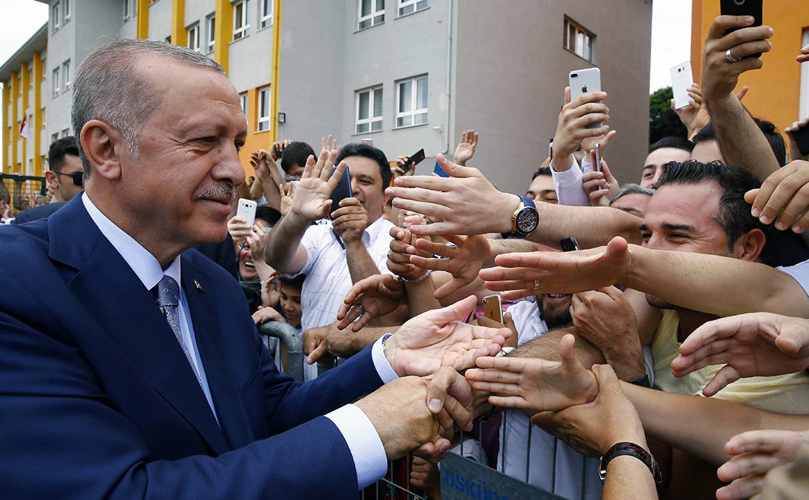 Тайип Эрдоган (слева)