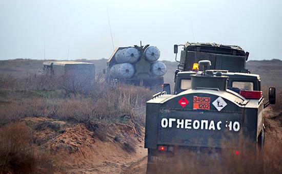 Зенитно-ракетные комплексы на тактическихучениях наполигоне «Ашулук». Март 2016года