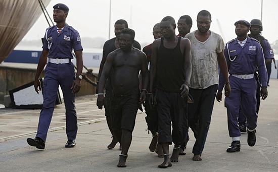 Задержанные морской полицией нигерийские пираты