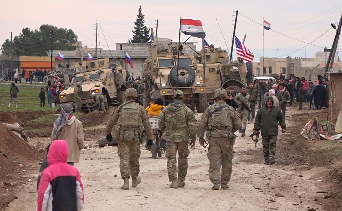 Американский военный конвой, Сирийские и Российские военные в деревне Хирбат-Амо