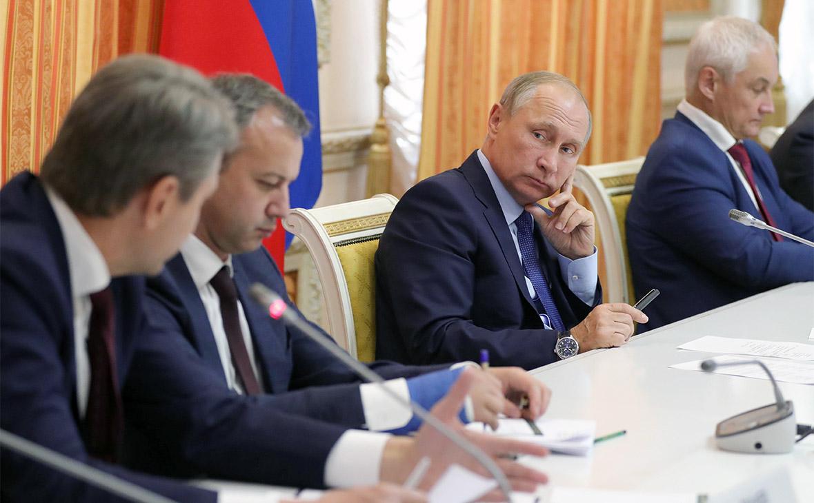 Александр Ткачев, Аркадий Дворкович, Владимир Путин и Андрей Белоусов (слева направо) во время совещания по вопросам развития сельского хозяйства