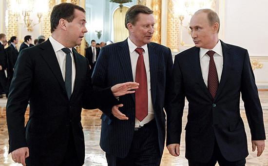 Премьер-министр РФ Дмитрий Медведев, руководитель администрации президента РФ Сергей Иванов и президент России Владимир Путин (слева направо)