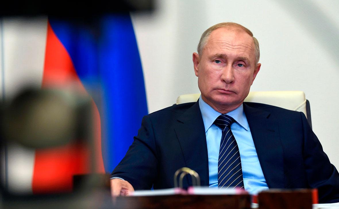 СМИ узнали о возмущении в Москве утечкой беседы Макрона с Путиным