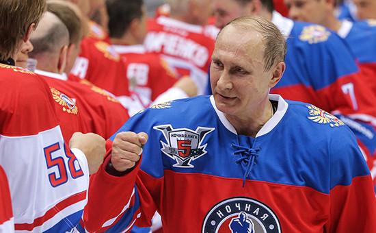 Президент России Владимир Путин на гала-матче турнира Ночной хоккейной лиги.10 мая 2016 года
