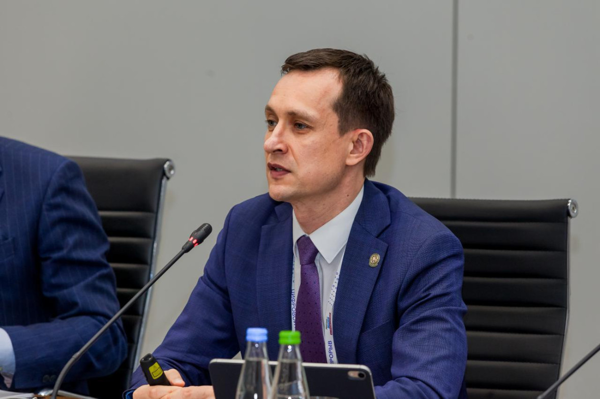 министр Айрат Хайруллин