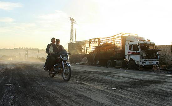 Разрушенный в результате обстрела грузовик гуманитарного конвоя