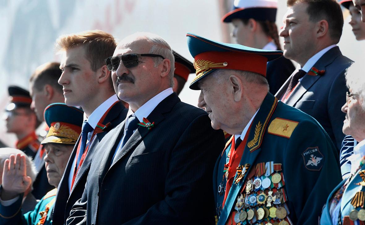 Александр Лукашенко на военном параде в ознаменование 75-й годовщины Победы в Великой Отечественной войне
