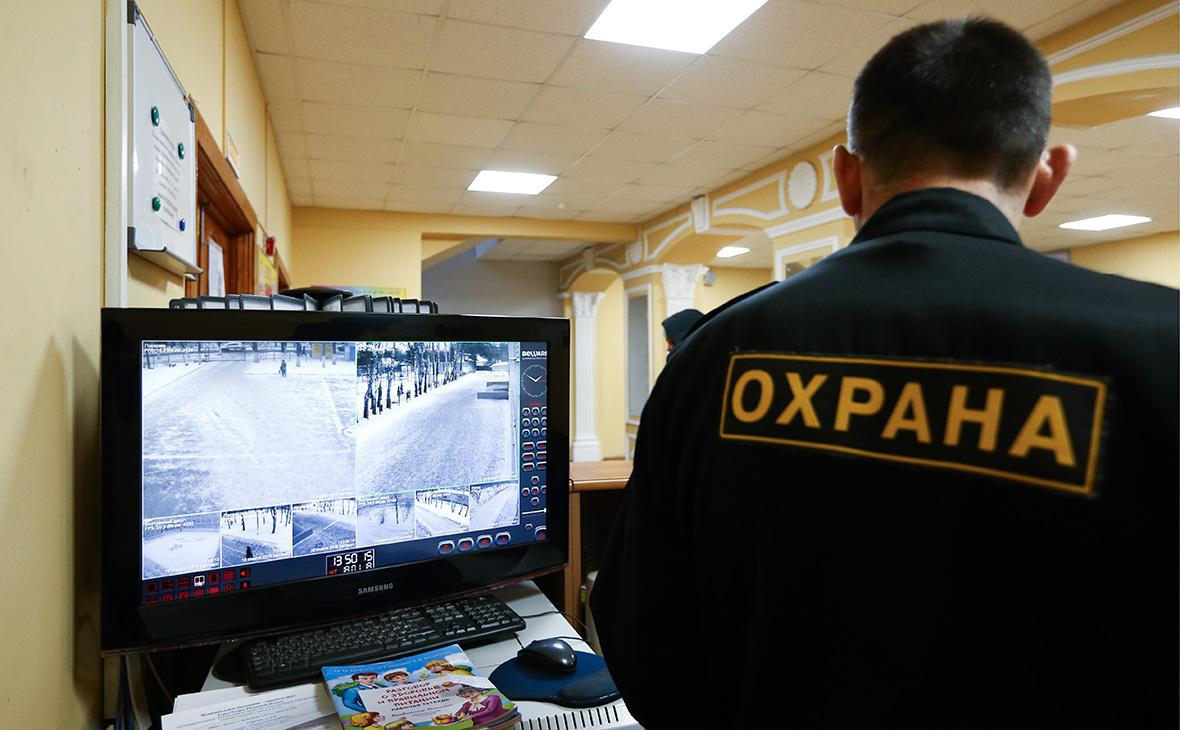 Охранники стали самыми закредитованными работниками в России