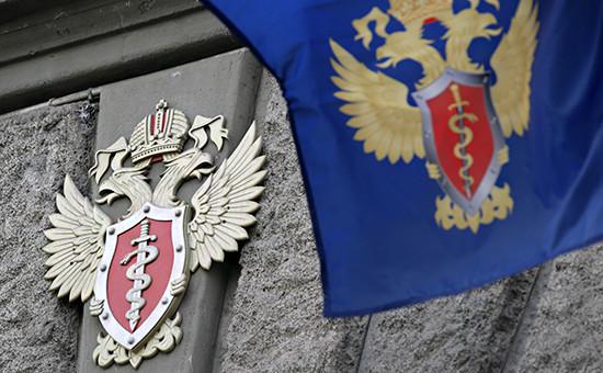 Герб ФСКН на здании ведомства