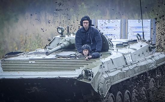 Премьер-министр Украины Арсений Яценюк навоенной базе недалекоотЛьвова. Архивное фото